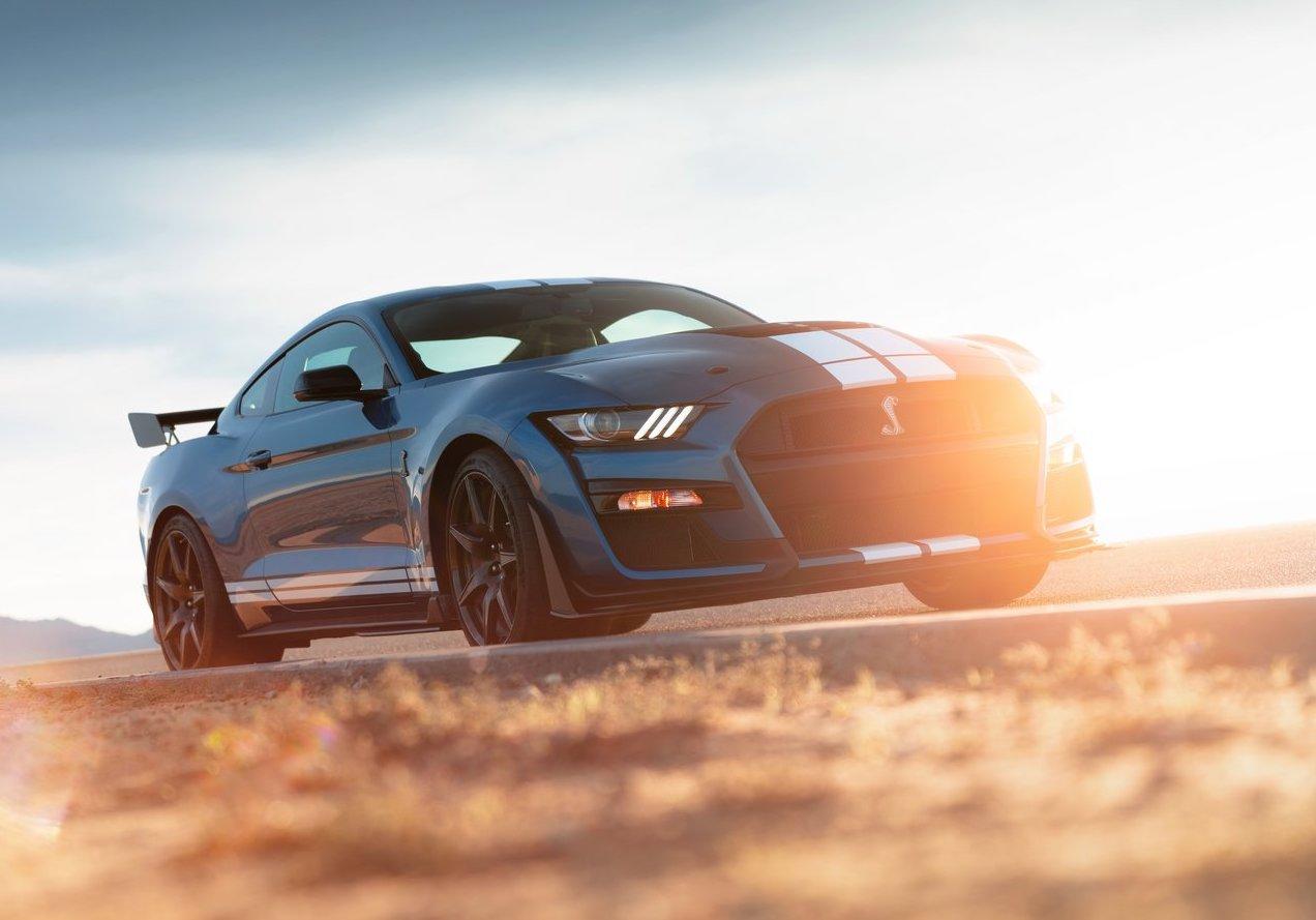 Las ganancias de Ford caen y sus directivos tambalean