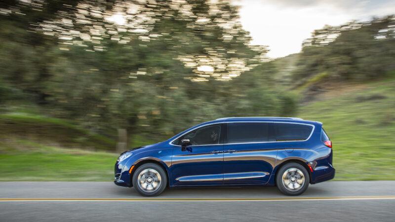 Chrysler Pacífica Hybrid del 2020, la minivan más eficiente del mercado