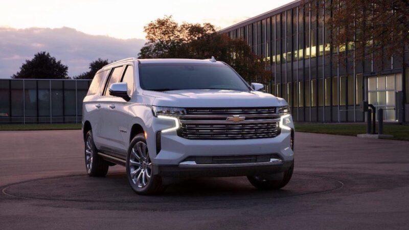 Chevrolet Suburban Premier 2021, grande y poderosa