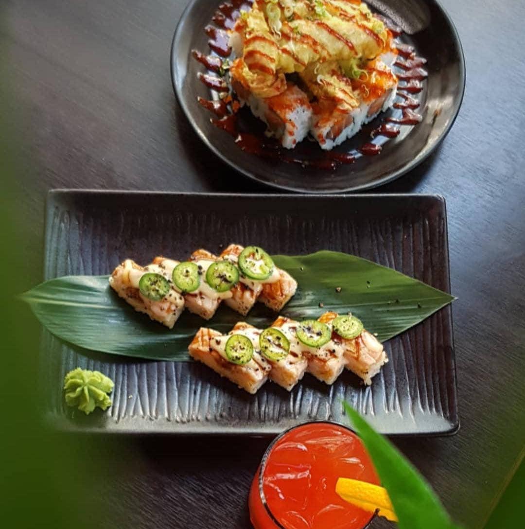 aburi sushi on plate