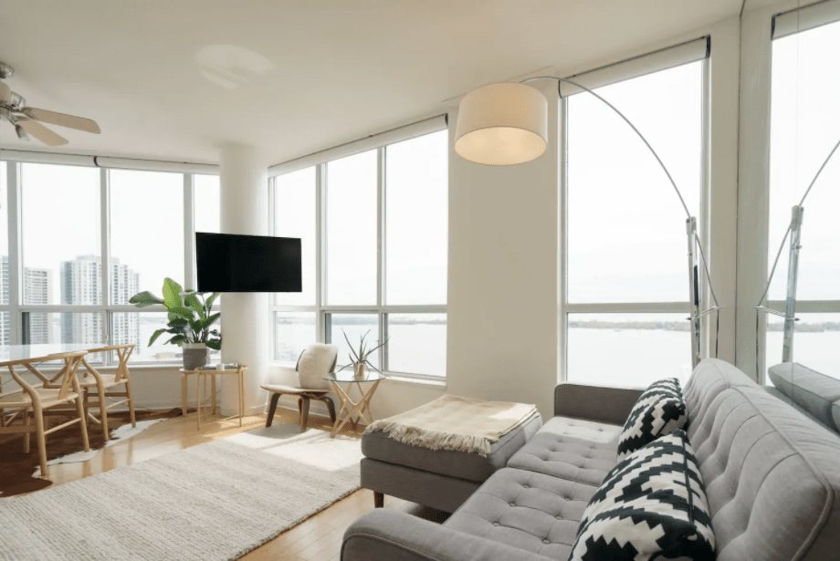 cool toronto airbnbs Waterfront Penthouse Overlooking Lake Ontario