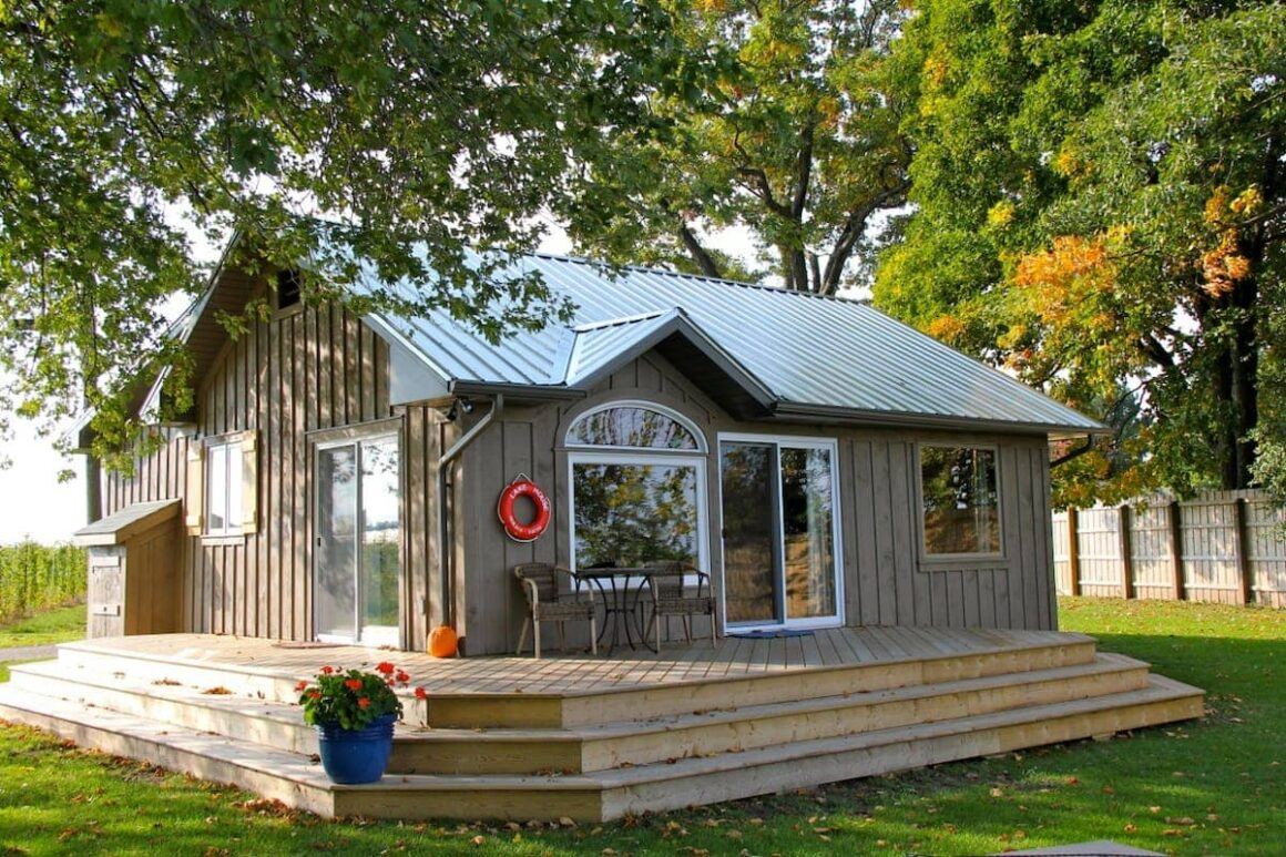 cool ontario airbnb Lake House Cottage