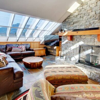 Best airbnb in whistler - HEART of Whistler Village PRIVATE HotTub -Sleeps 6 interior