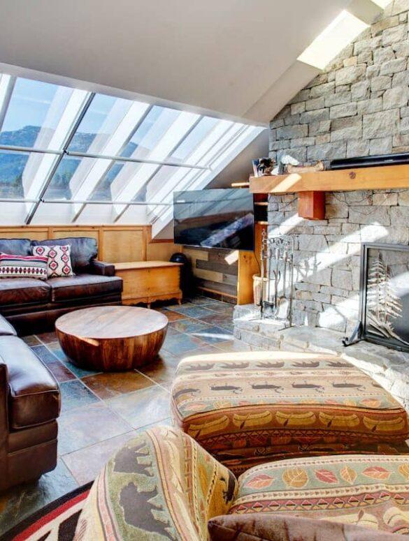Best airbnb in whistler - HEART of Whistler Village PRIVATE HotTub -Sleeps 6 interior
