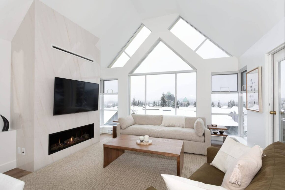 Best airbnb in whistler Luxury 2BABA True Ski inSki out Hot Tub and Pool