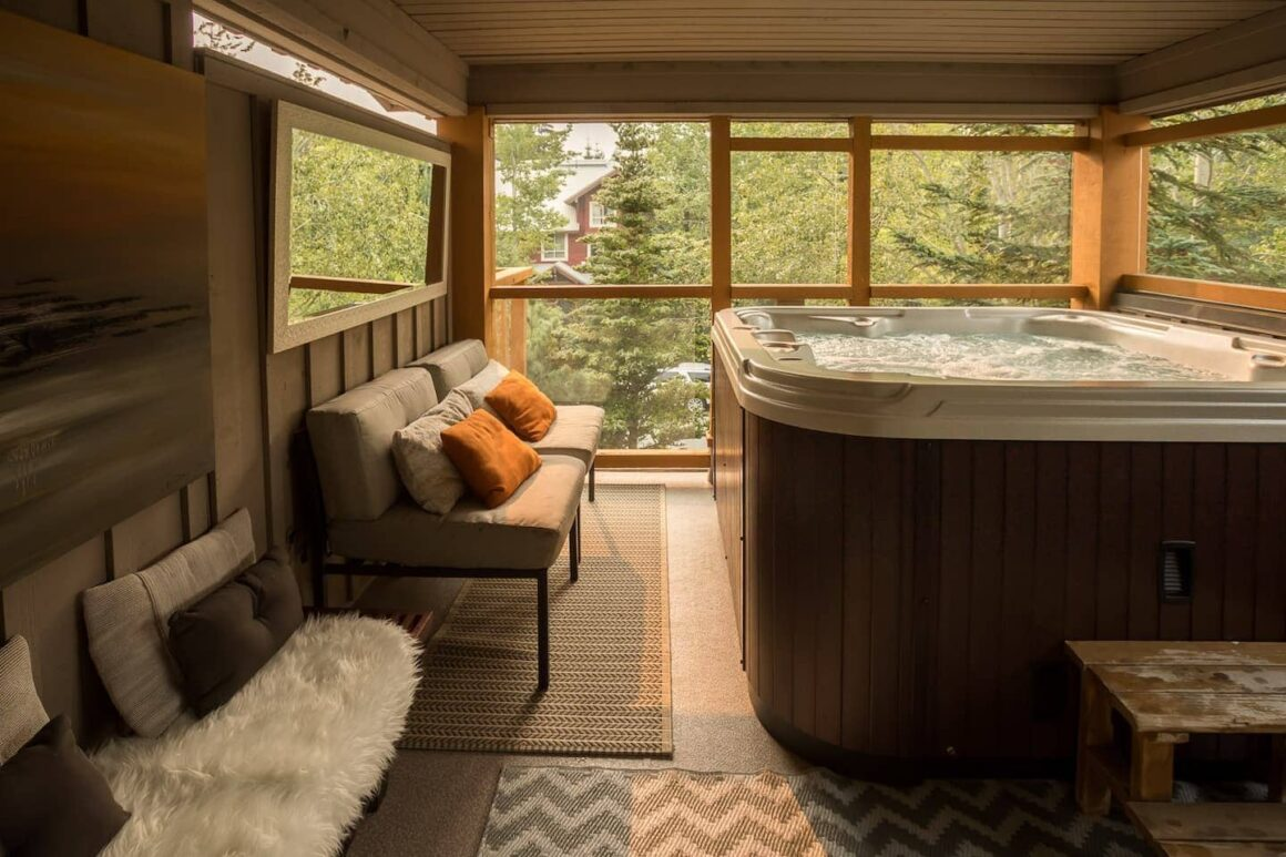 Best airbnb in whistler Mountain Bliss with Private Hot Tub Free Parking
