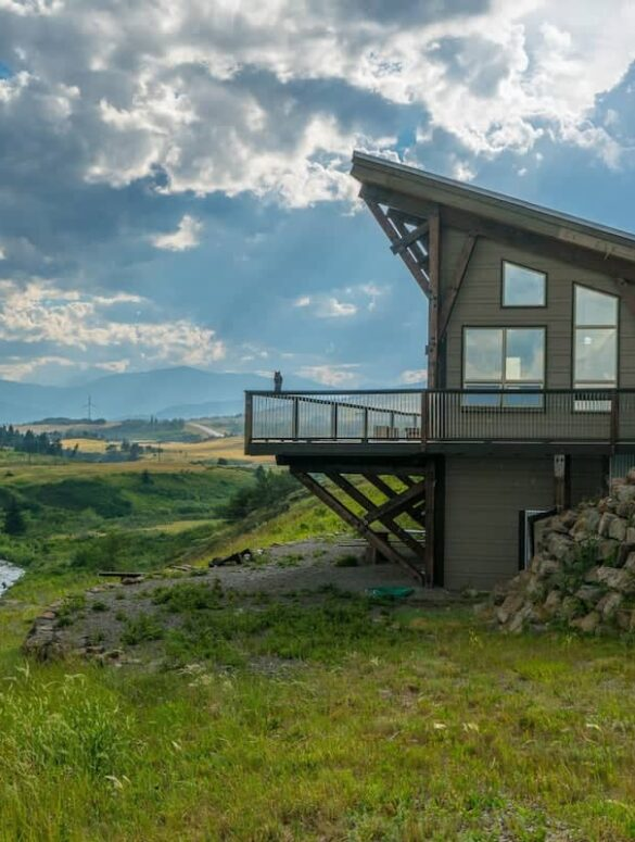 best airbnbs in Alberta - Trout Wrangler Lodge (Carbondale Room)