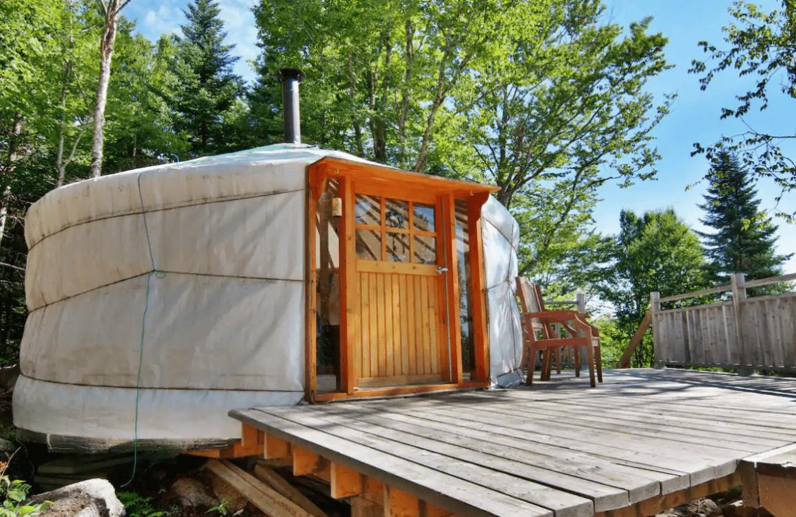 unique airbnb quebec Yourte Satnam Centre de lHêtre