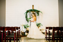 Bride-portrait-at-altar