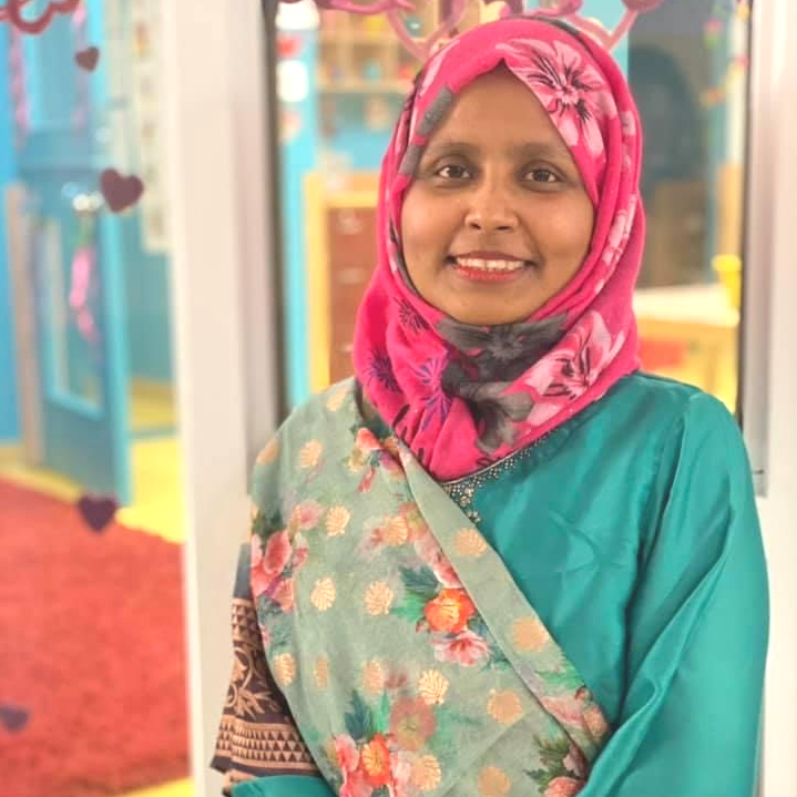 Je m'appelle Shahanaj Akter et je suis éducatrice avec les 2-3 ans.
