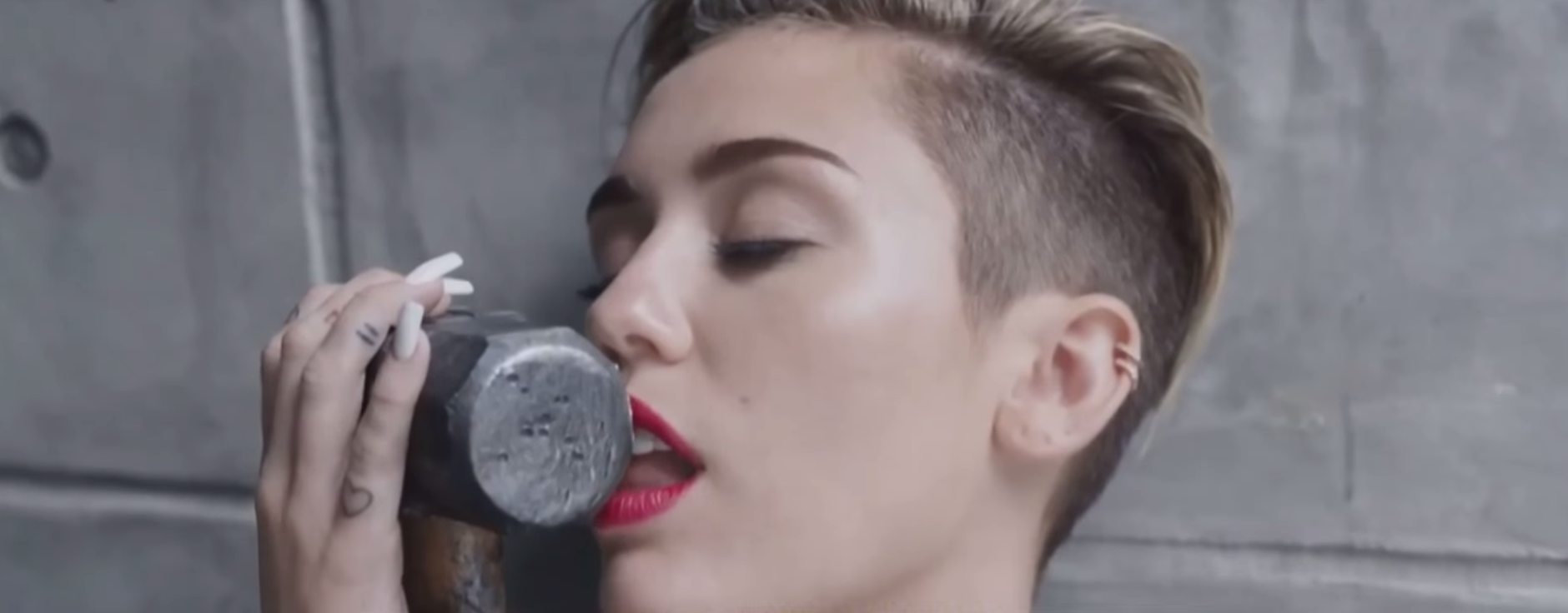 Miley Cryus, host of the 2015 VMA. Image by: MTV / YouTube