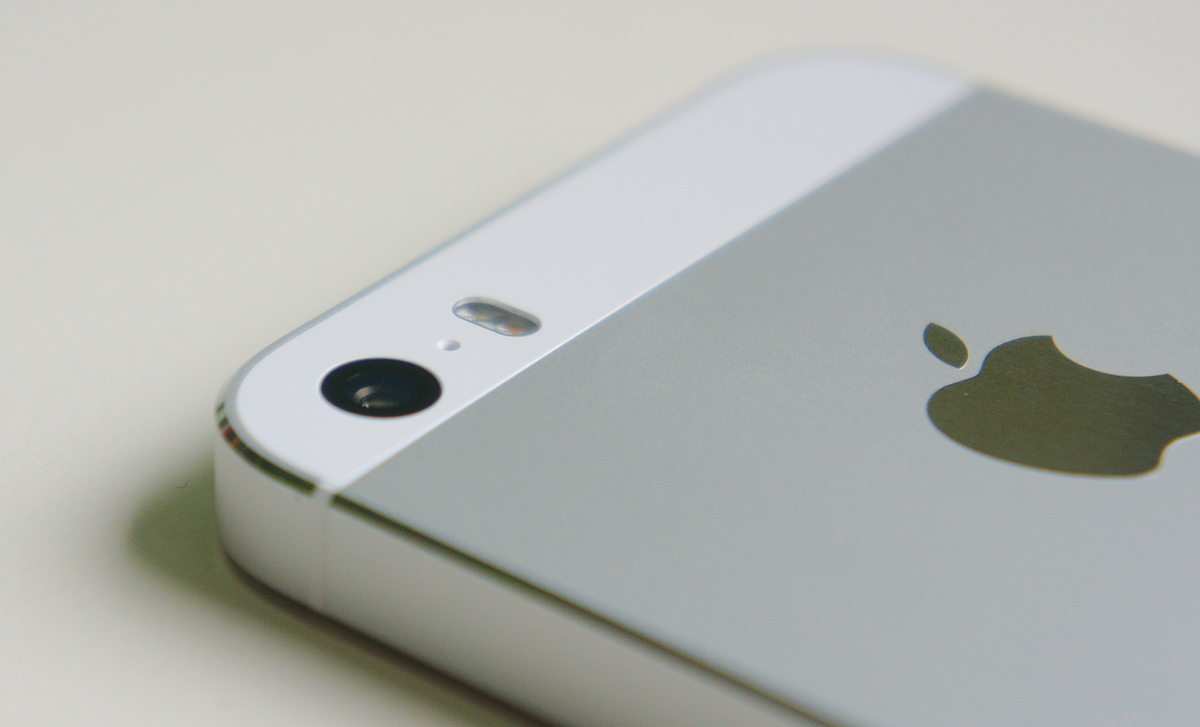 Apple iPhone 5. Photo by: Kelvinsong / Wikimedia Commons