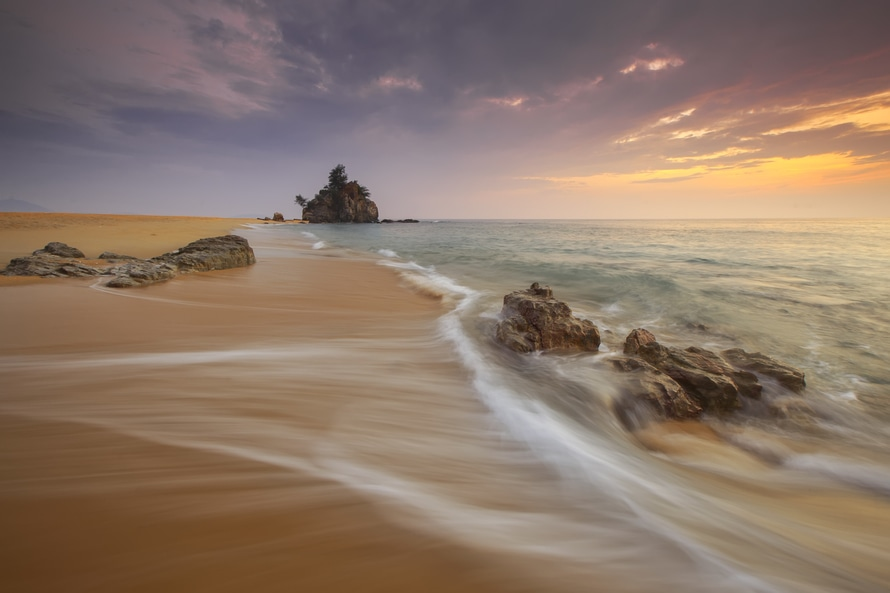 Sunset with the oceanside. Photo by: Zukiman Mohamad