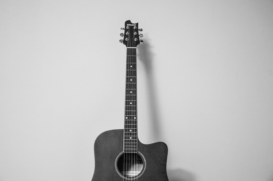 Acoustic guitar. Photo by: stock.tookapic.com