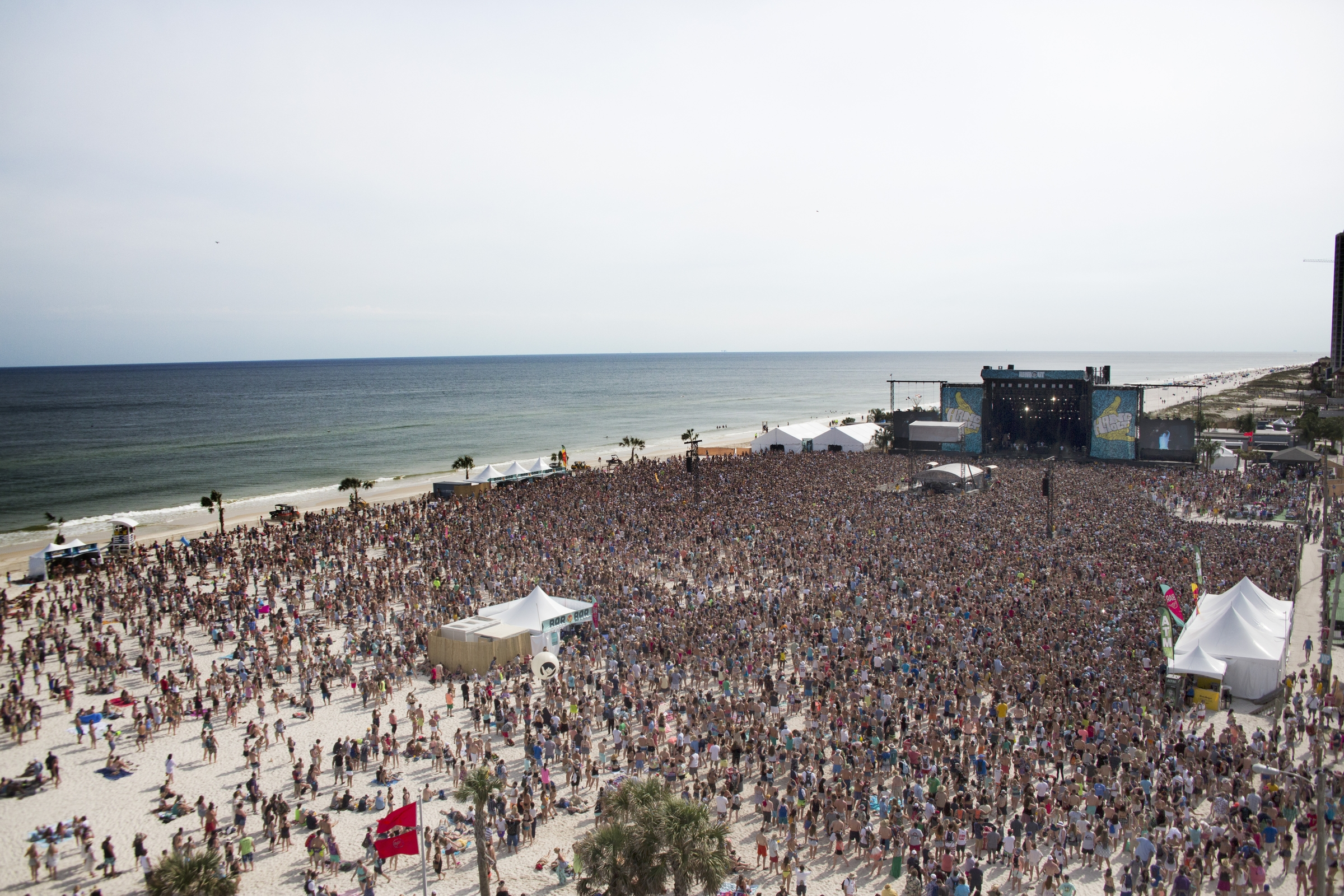 The Hangout Stage packed on Sunday at Hangout Fest 2016. Photo: Courtesy of Hangout Music Festival