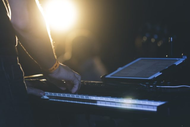 Live music being performed on stage. Photo by: unsplash.com