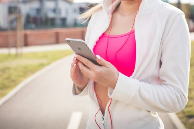 A women engaging in exercise. Photo by: Pexels.com