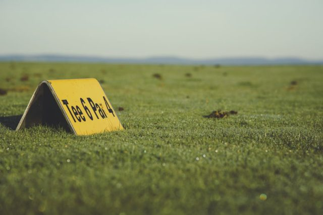 Golfing sign at the tee box. Photo by: Pexels.com