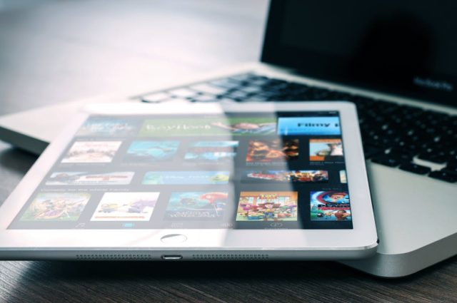 Netflix on a tablet. Photo by: Pexels.com