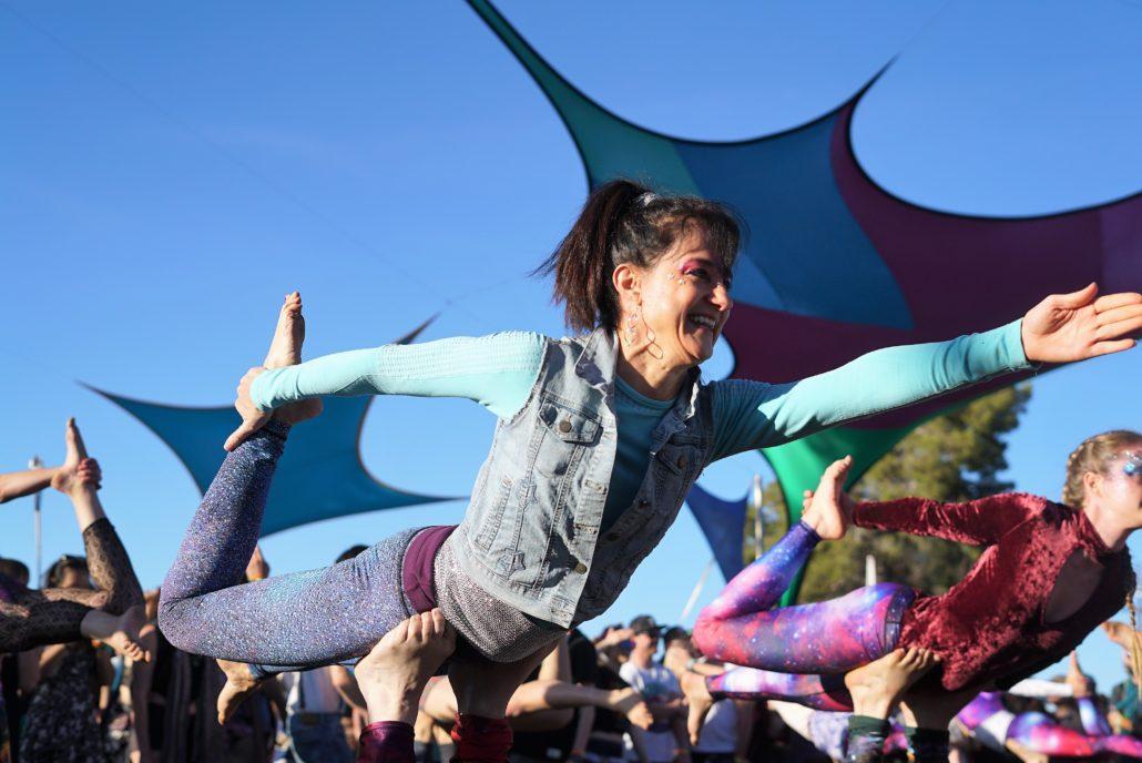 Impromptu Aerial Yoga at Sunsquabi. Photo by: Samantha Harvey