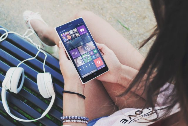 Streaming music on a smartphone. Photo by: Pexels.com