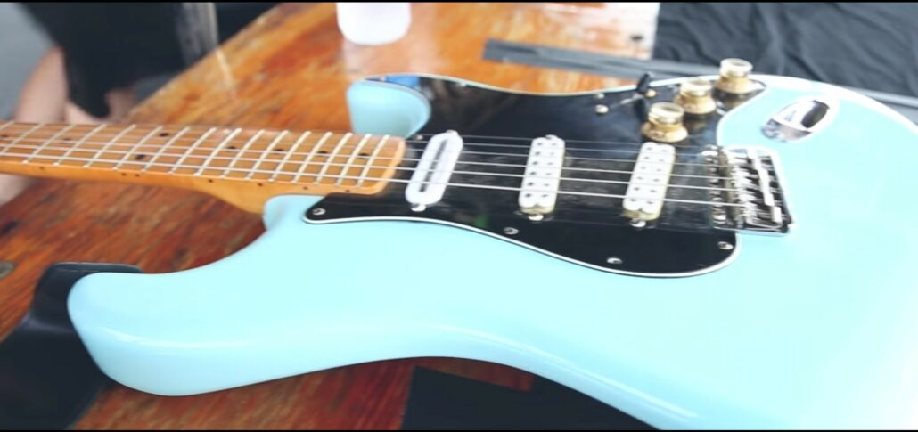Guitar from The Floozies. Photo by: YouTube / The Floozies