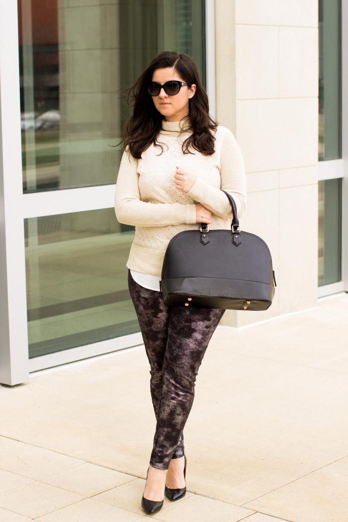 metallic leggings, wearing leggings to work, casual outfit idea, leggings and heels, leggings and tunic, street style, spring fashion outfit idea