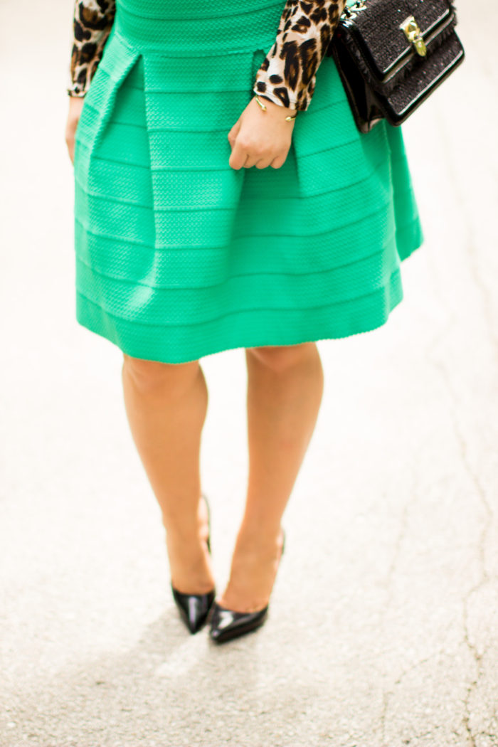 hot to style a green skirt, h&m skirt, animal print top, work appropriate outfit, a-line skirt, green a-line skirt
