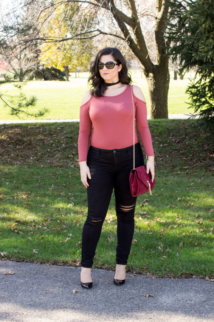 something edgy, edgy outfit. black ripped jeans, cold shoulder top, choker necklace, red suede crossbody