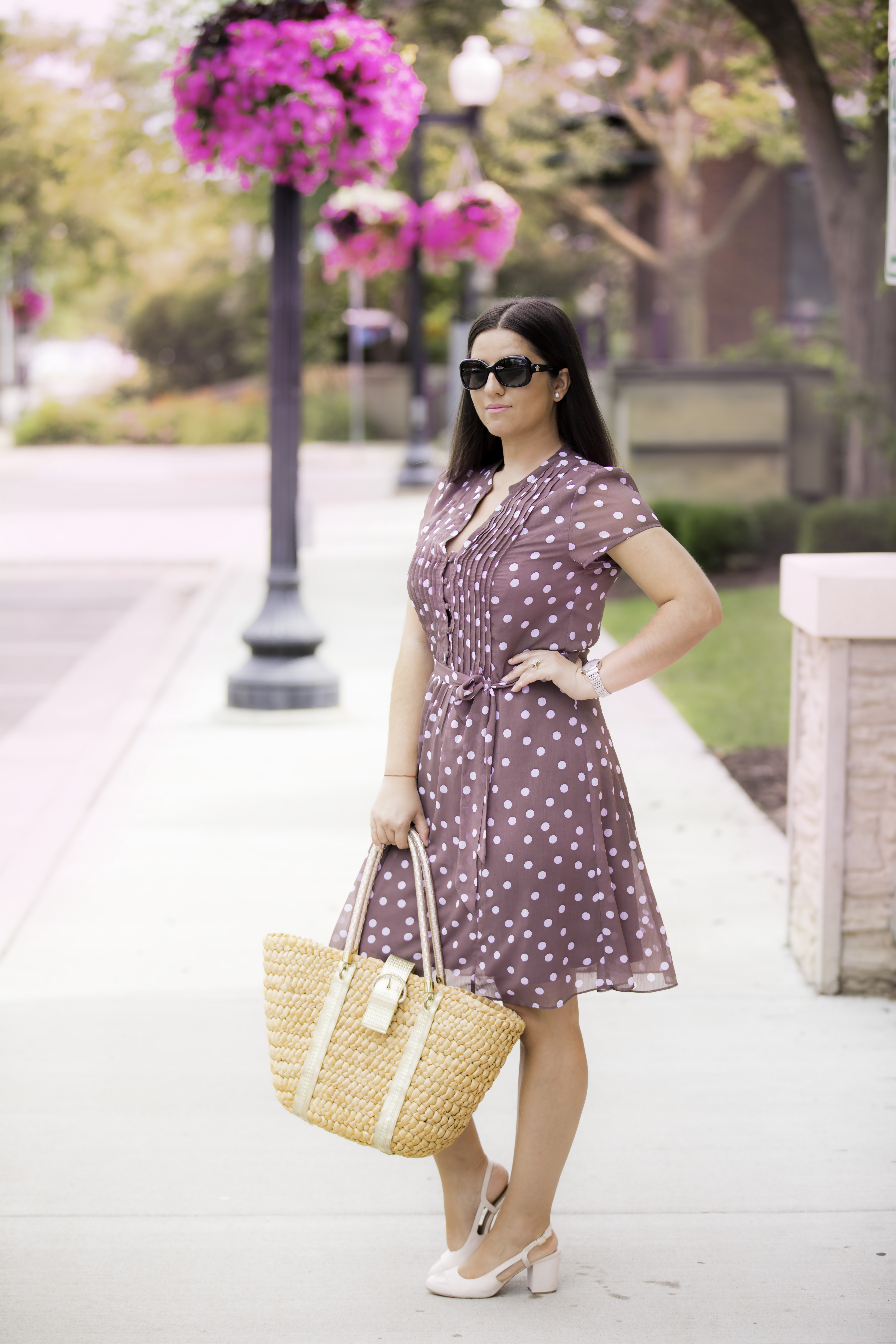 pretty woman outfit inspiration, brown polka dot dress, pink sling back shoes, chicago blogger, baily lamb