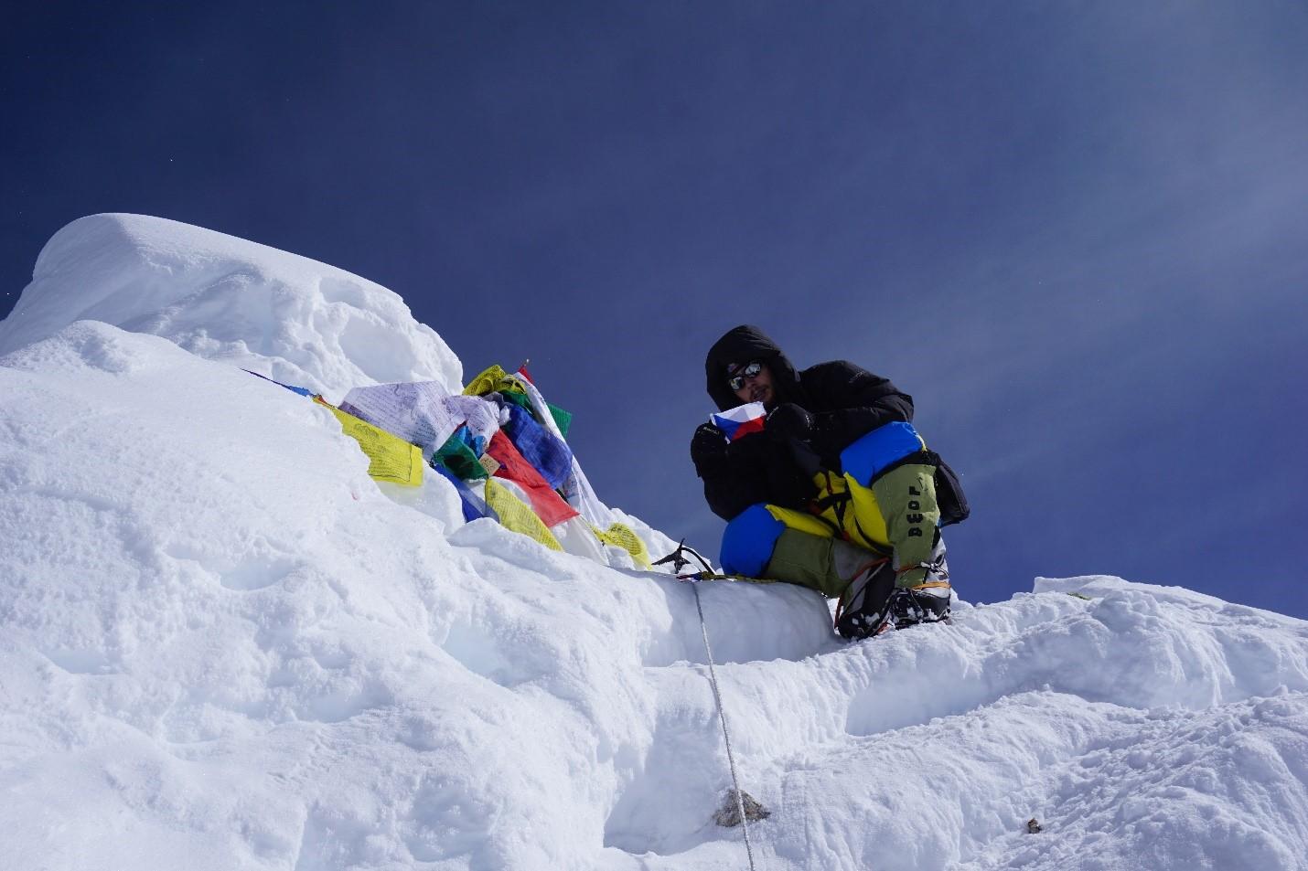 Jan Summits Mt Manaslu