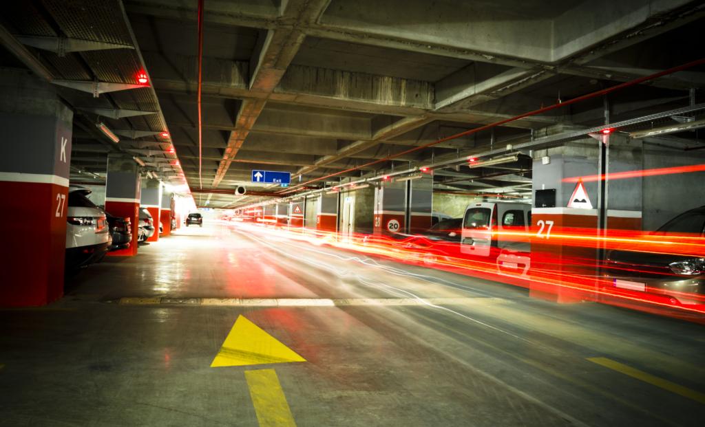 estacionamiento fácil y accesible, estacionamiento centro comercial, espacios de estacionamiento, cajones de estacionamiento