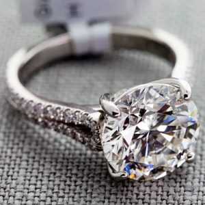 What Does a 5 Carat Ring Look Like? | Engagement Ring Voyeur