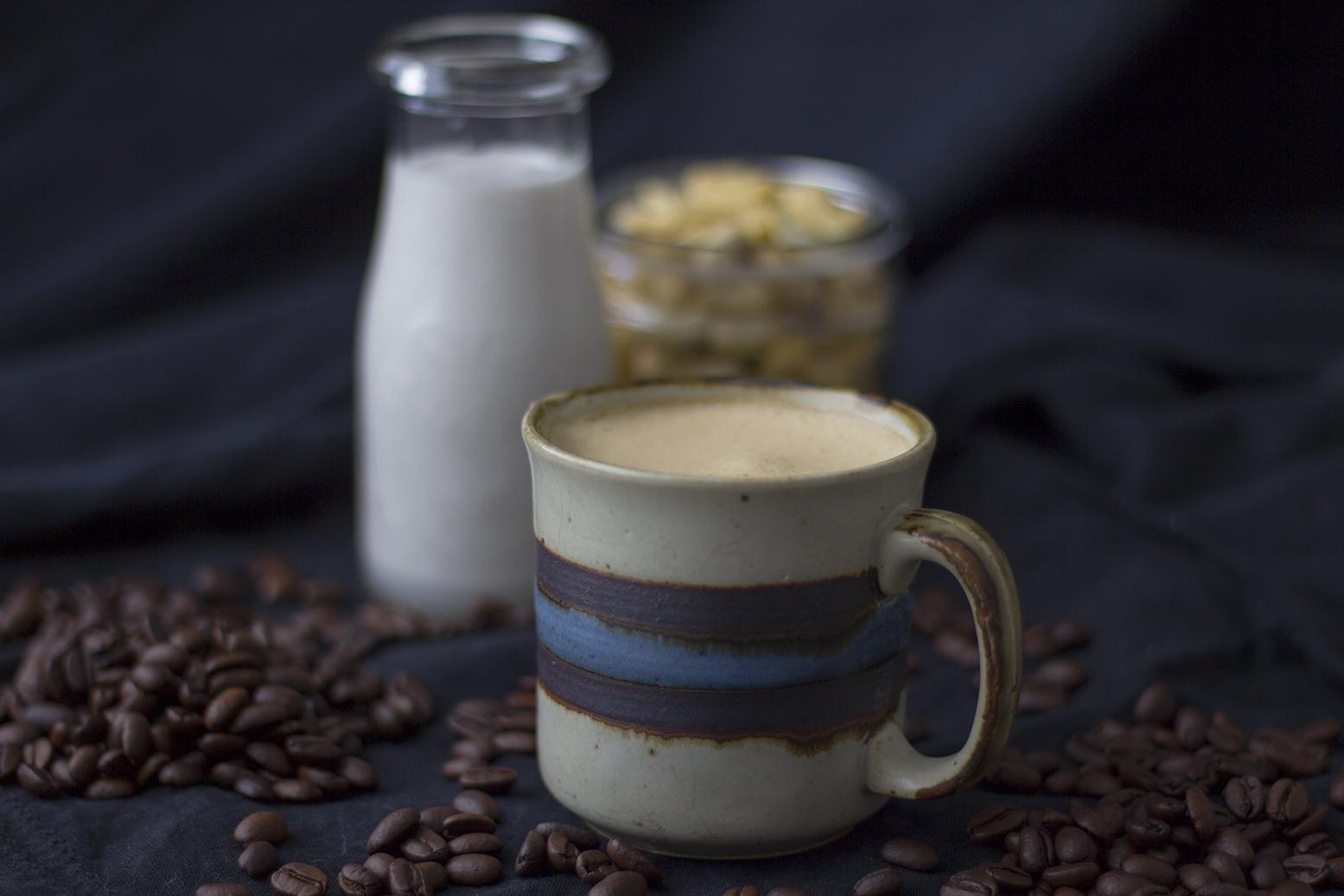 Cafe vegano con leche vegetal