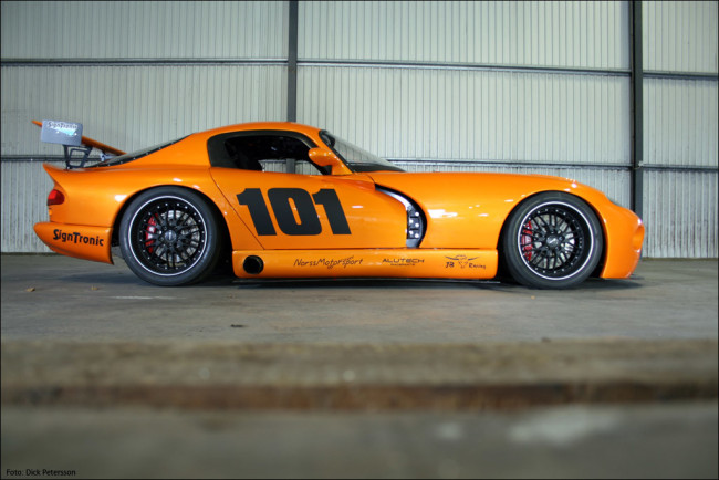 Hallenborg-Twin-turbo-LSx-powered-Orange-Viper-Replica-01-1024x683