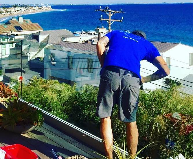 L.A. Elite Window Cleaning | Employee | Cleaning Home Gutters