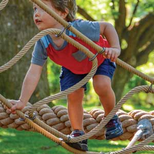 Pre-school rope climbing play equipment