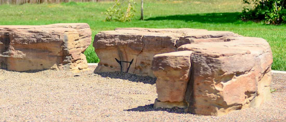 IDS Sculptured stone benches for natural looking commercial parks andplaygrounds