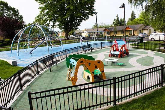 Rubber tiles safety surfaces for parks