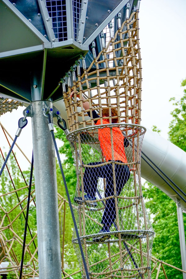 Climbing net play structure from KOMPAN