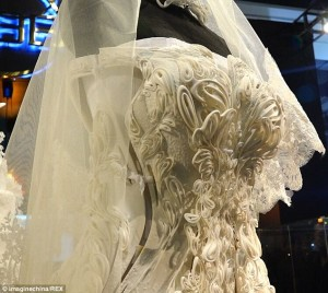 3d_printed_wedding_dress_1