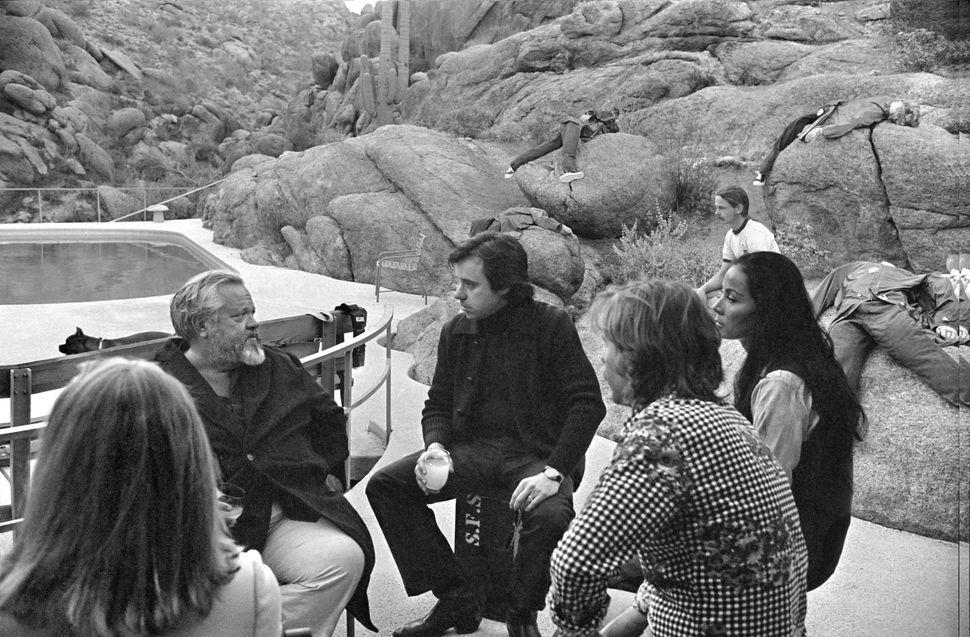 Cybill Shepherd, Orson Welles, Peter Bogdanovich, Gary Graver, Oja Kodar and Bill Weaver.