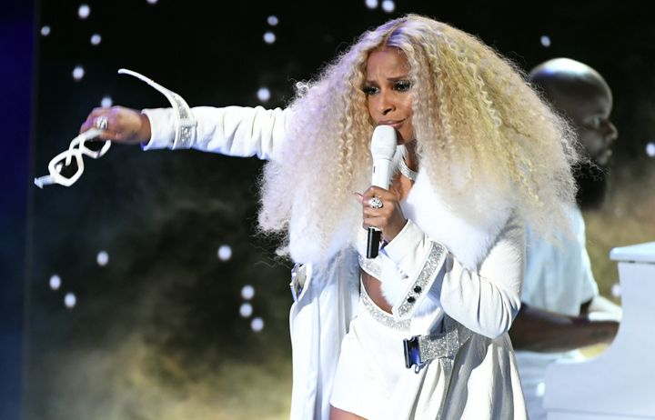 Blige performed a medley of her greatest hits during the awards show.