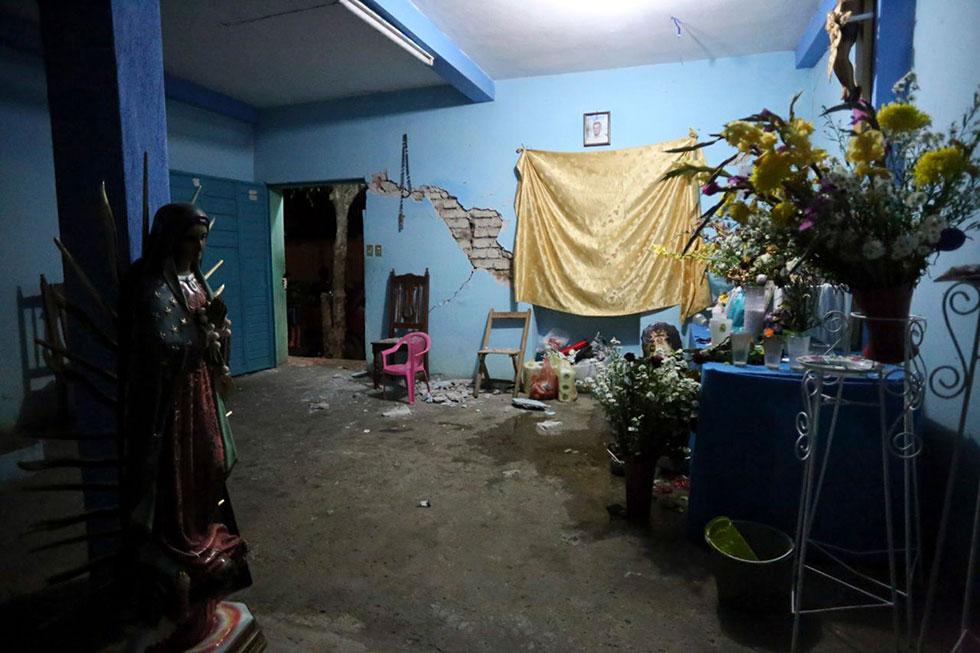 BERRIOZABAL, CHIAPAS, 08SEPTIEMBRE2017.- Después del terremoto que tuvo una magnitud de 8.4 grados en la escala de Richter y que se localizó a 137 km al Suroeste de Tonala, Chiapas, varias casas han sufrido daños y las personas se mantienen alertas ante posibles replicas. FOTO. JESÚS GARCÍA /CUARTOSCURO.COM