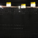 Los anaqueles destinados para agua, latas de atún, lámparas, cuerdas, pilas, lentes de trabajo, multicontactos y material de curación lucen vacíos a 36 horas del sismo que pegó a la Ciudad de México. Las compras directas de involucrados en las labores de rescate y mantenimiento de albergues y de quienes las adquieren para donarlas para esas tareas han acabado con esos productos en los supermercados cercanos a los zonas más afectadas.