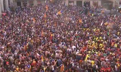 Manifestantes se concentran frente al Parlament