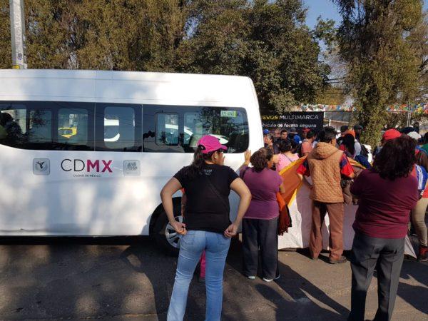 """""""Secuestran"""" militantes de Morena a empleados del Invea"""