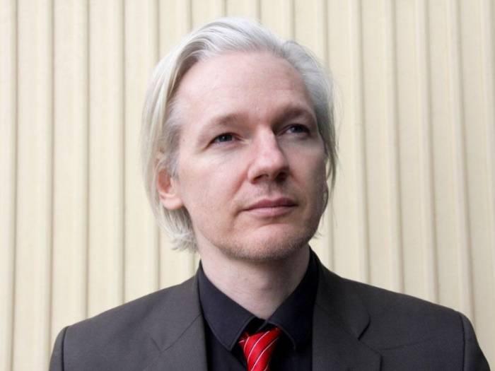 Reafirman orden de arresto contra Assange