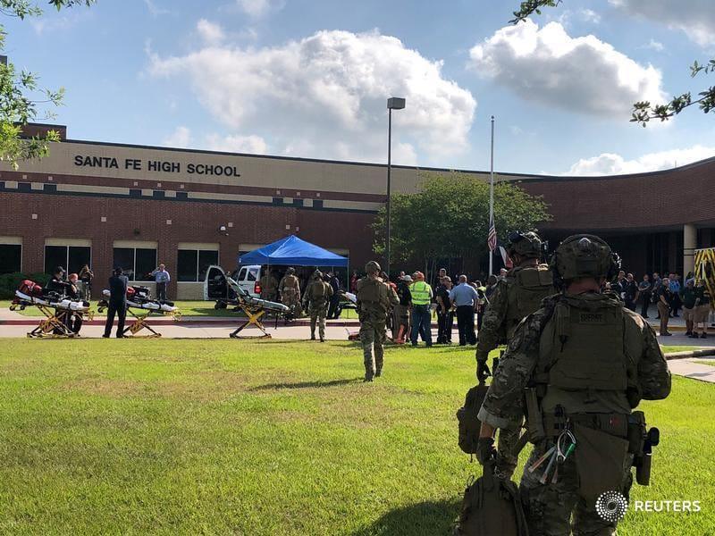 Posibles explosivos en Santa Fe, Texas