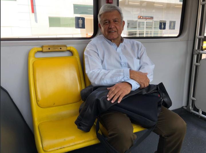 AMLO, transporte público